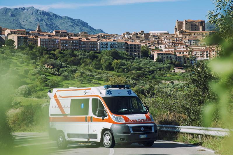 """Progetto """"Tutti inclusi"""", consegnata una nuova ambulanza al borgo madonita"""