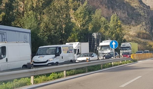 Autostrada 19, uscita obbligatoria a Termini Imerese: traffico in tilt