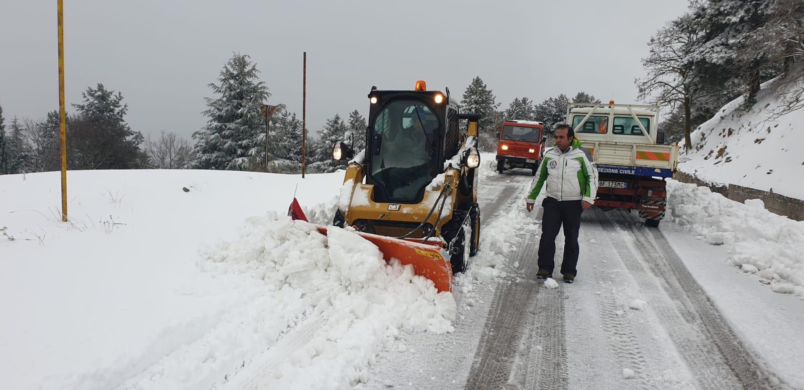 Nevicate e disagi, a Piano Battaglia in azione mezzi spalaneve