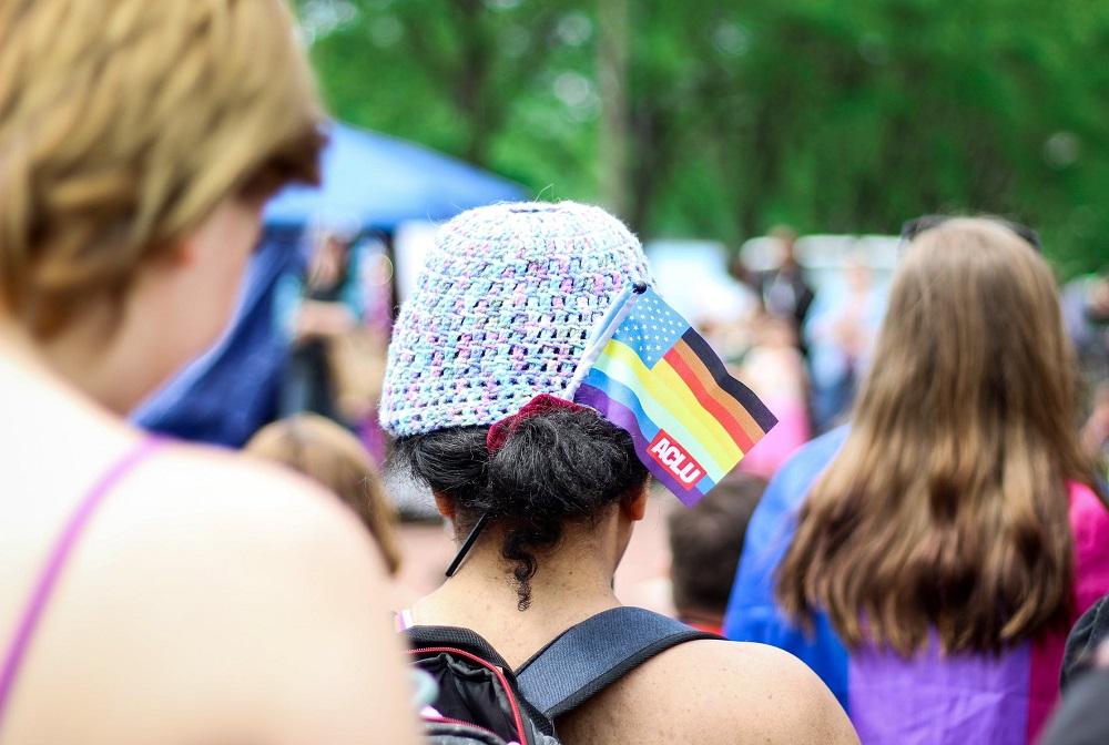 Io gay in una piccola comunità tra discriminazioni e pregiudizi