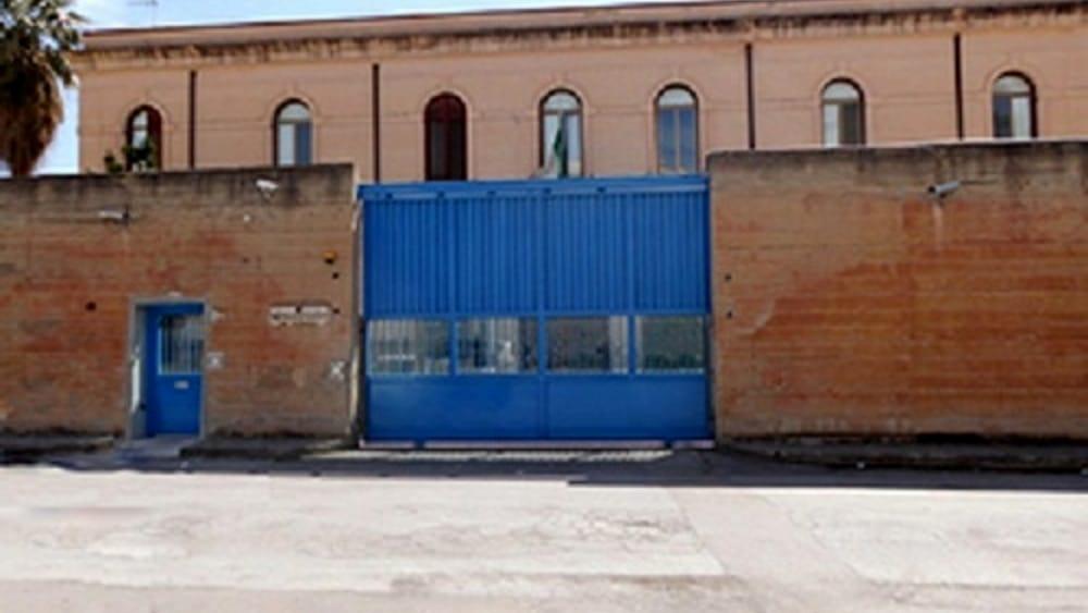 Strani movimenti dei detenuti: trovato telefonino nascosto in cella a Termini