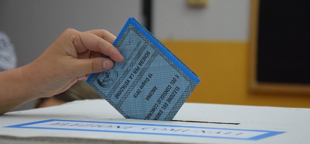 Coronavirus: Musumeci rinvia a giugno le elezioni comunali