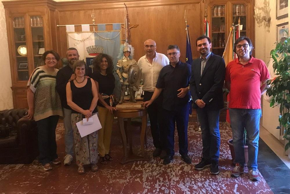 """""""Cladinoro"""" conquista Gangi: donato un pupo siciliano al comune"""