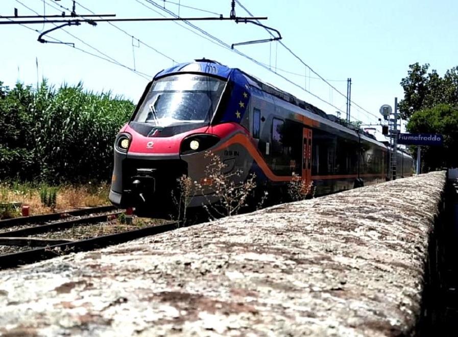 """I pendolari scrivono a Musumeci: """"Riveda gli orari festivi dei treni"""""""