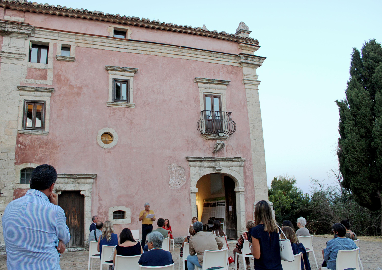 Storia, arte e natura si fondono nella mostra inaugurata a Villa Sgadari