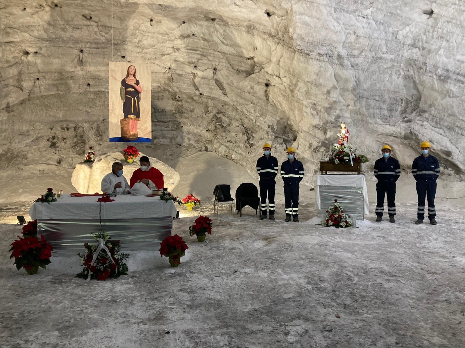 Una messa nelle viscere della terra, i minatori festeggiano Santa Barbara