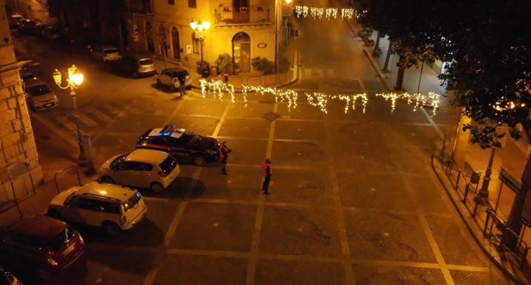 Termini, la nostra notte con le forze dell'ordine: strade deserte e pochi botti