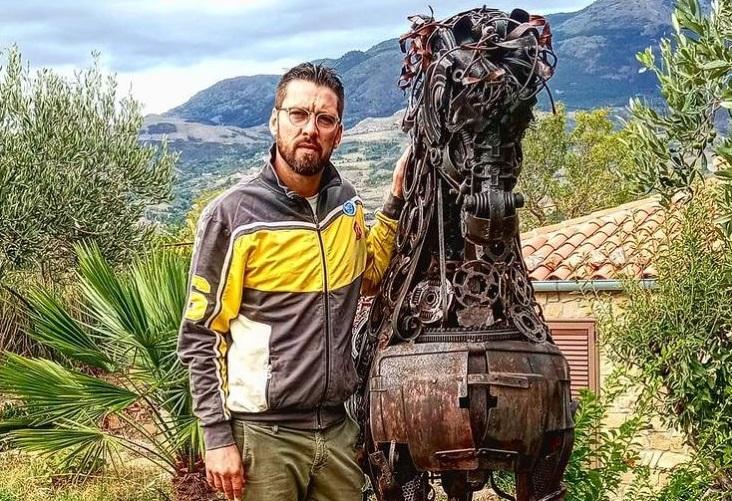 """Mario Bellomo, l'uomo che """"resuscita"""" il metallo"""