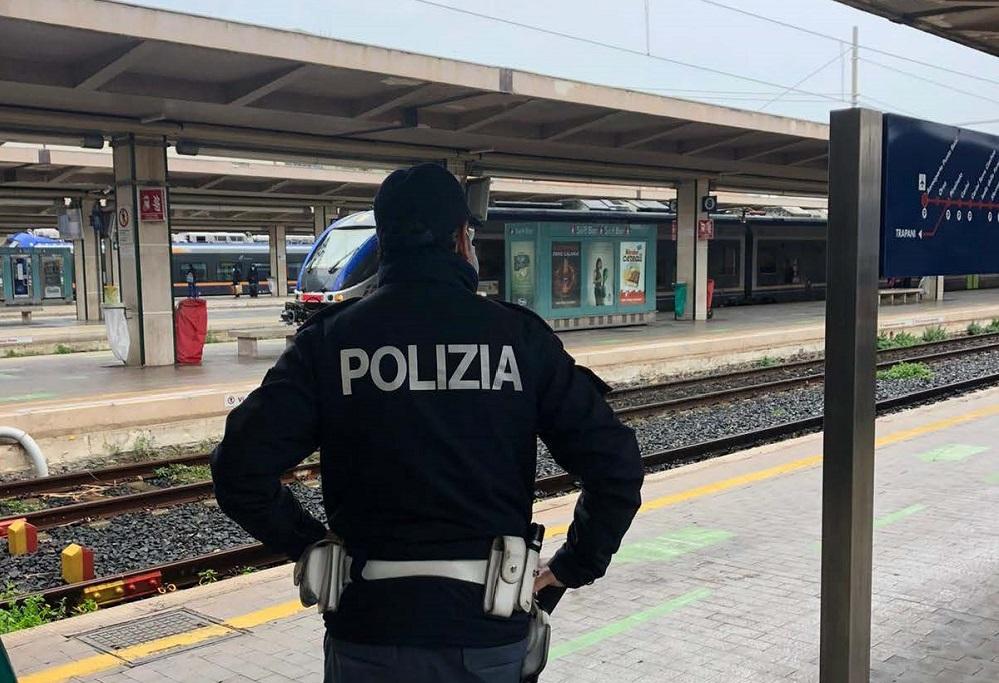 Atti vandalici sul treno partito da Termini Imerese: denunciati due 14enni